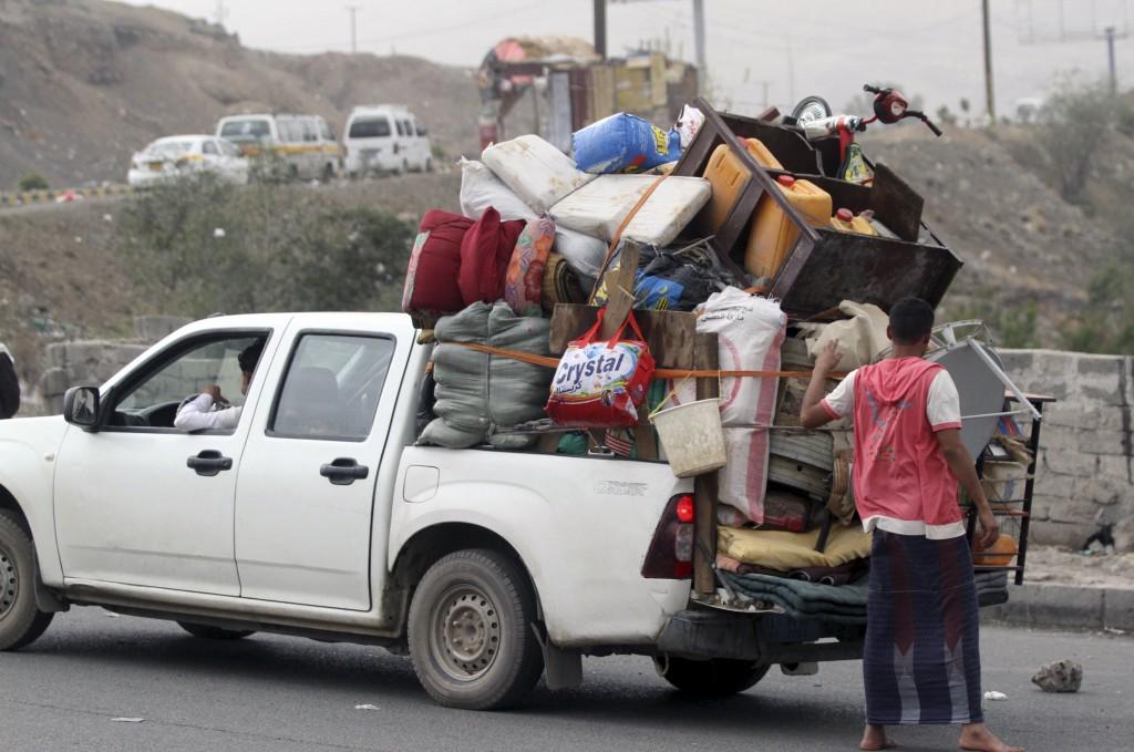 الصراع في اليمن يجبر 2.4 مليون شخص على النزوح من منازلهم