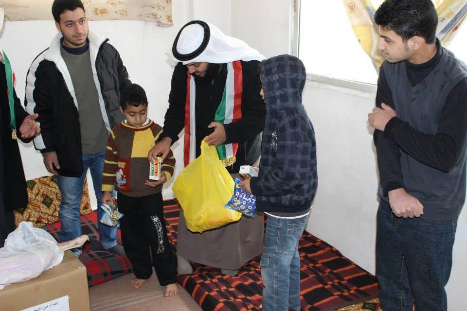 الوندة أثناء توزيع المساعدات
