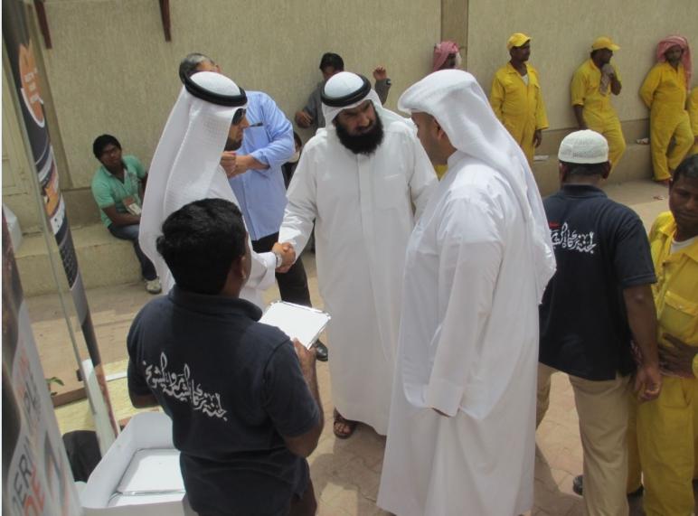 """""""زكاة الشامية"""" : توزيع 170 وجبة على العمال البسطاء"""