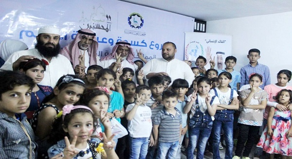"""""""النجاة"""" وزعتالكسوة والعيديات والأضاحي على اللاجئين السوريين"""