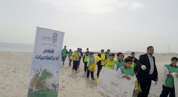 مدرسة النجاة المتوسطة نظمت حملة لتنظيف شاطئ السالمية بالتعاون مع بلدية حولي