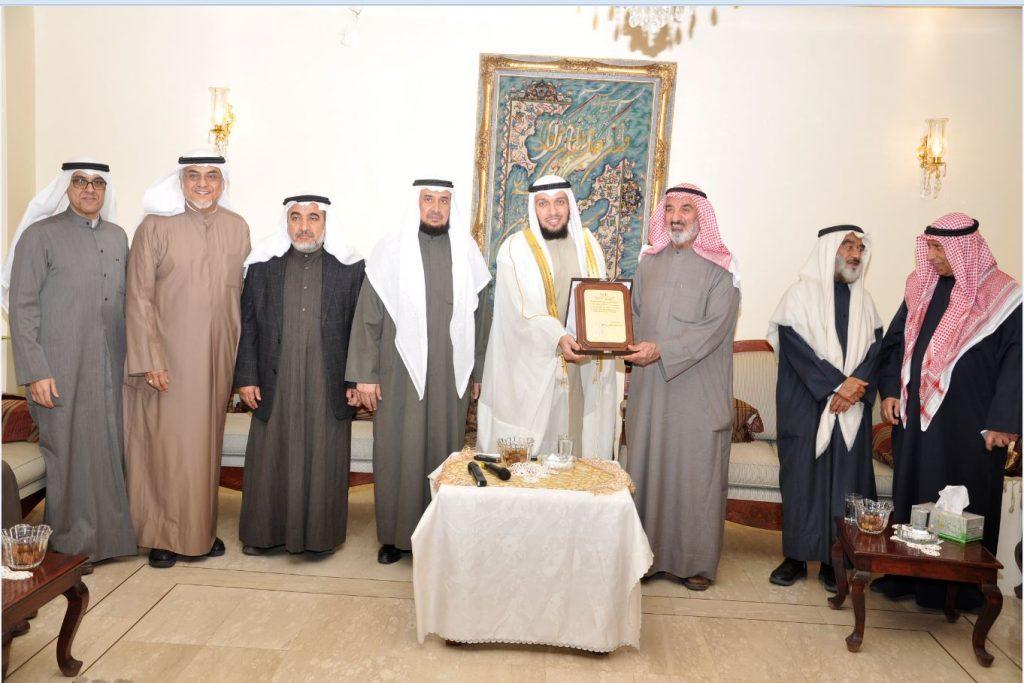 النجاة الخيرية كرمت الفائز بجائزة أول الأوائل فى حفظ القرآن الكريم