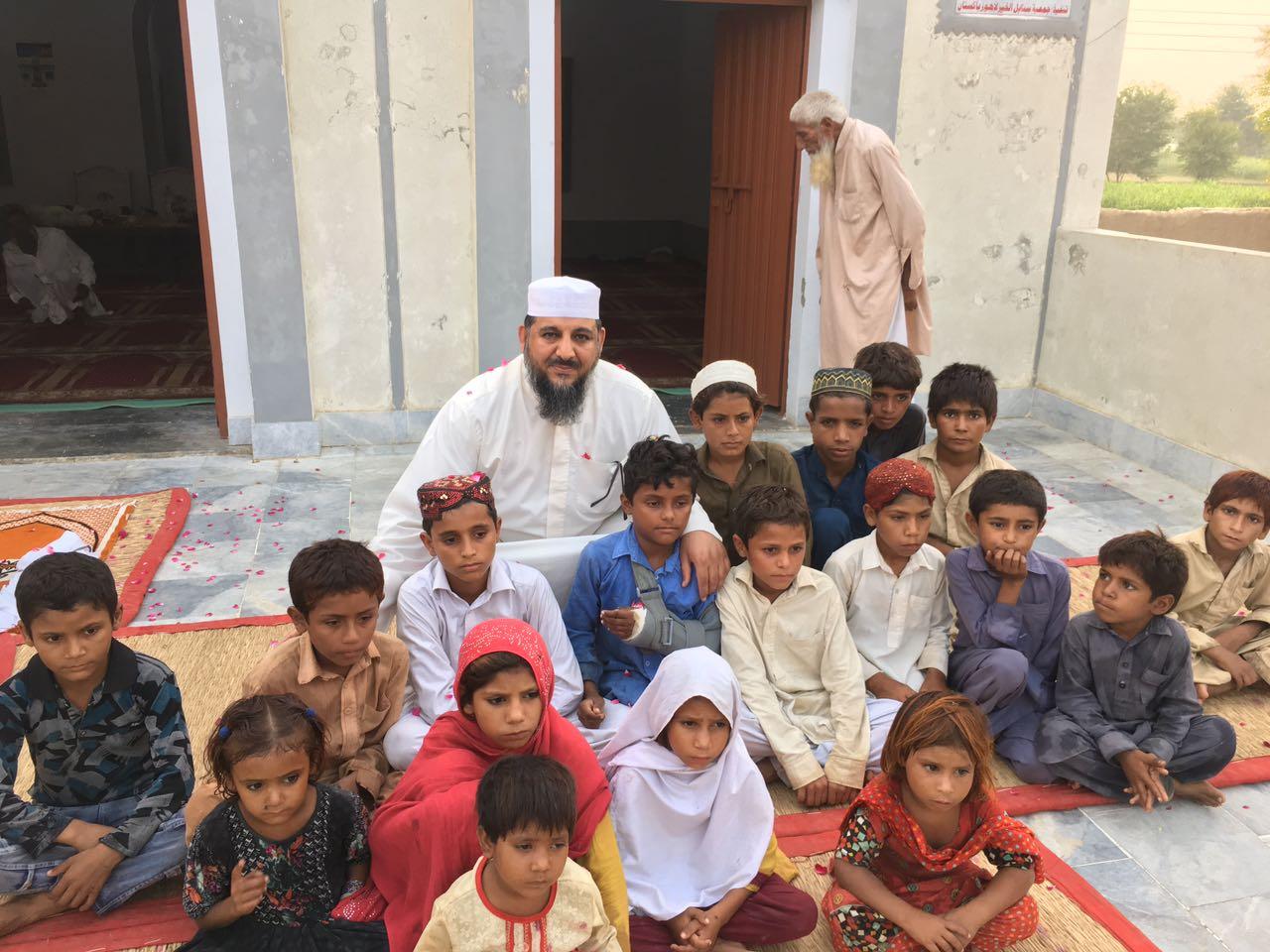 """"""" النجاة الخيرية"""" تفقدت مشاريعها الخيرية بباكستان"""